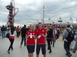 XXX Igrzyska Olimpijskie - absolutny sportowy szczyt, mój wyjazd życia jako kibica. Z żoną tuż przed wejściem na Stadion Olimpijski z upragnionymi biletami w rękach. Londyn, 2012.