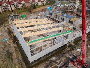Budowa ścian I piętra i montaż konstrukcji dachu, kwiecień 2020 r.